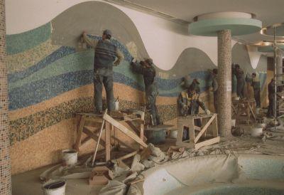 Поклейка настенной мозаики