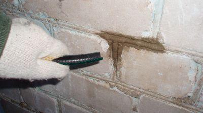 Расшивка швов шлан обрезком шланга для полива1