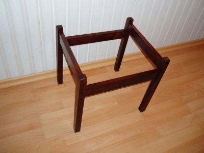 Новый лакированный стул
